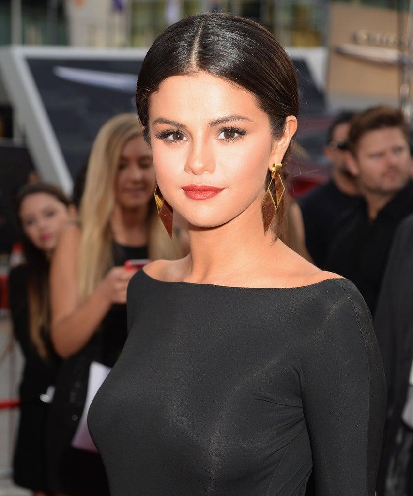 In diesen Onlineshops kannst du die Beauty-Favoriten von Selena Gomez kaufen