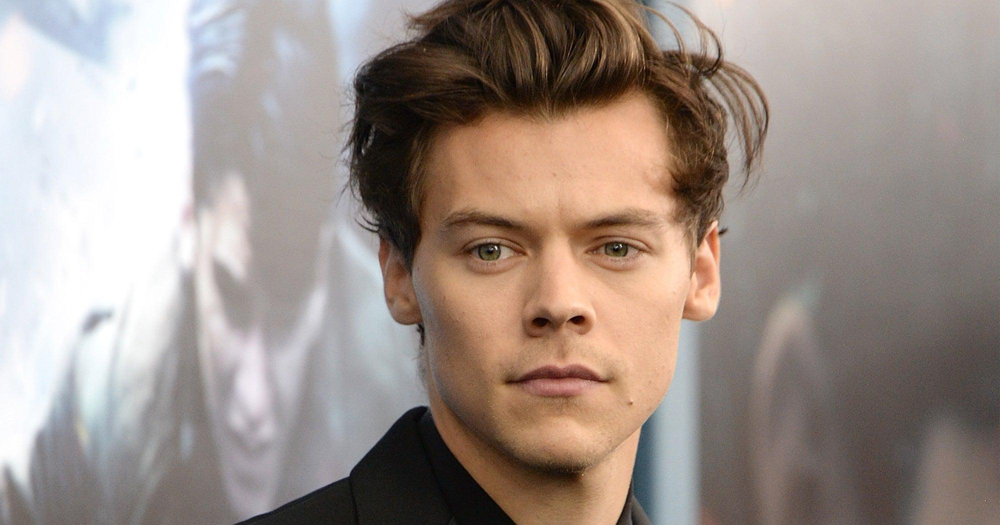 Harry Styles Got New Short Haircut Photo On Fan Twitter