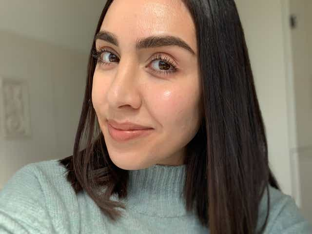 Selfie of Jacqueline with natural glowing skin after facial cupping