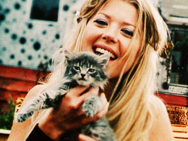 Tara Reid as Melody Valentine in Josie and the Pussycats.