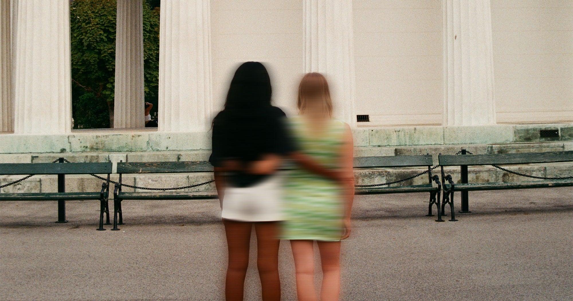 """""""C'est comme un deuil"""" : comment la pandémie a transformé nos amitiés"""