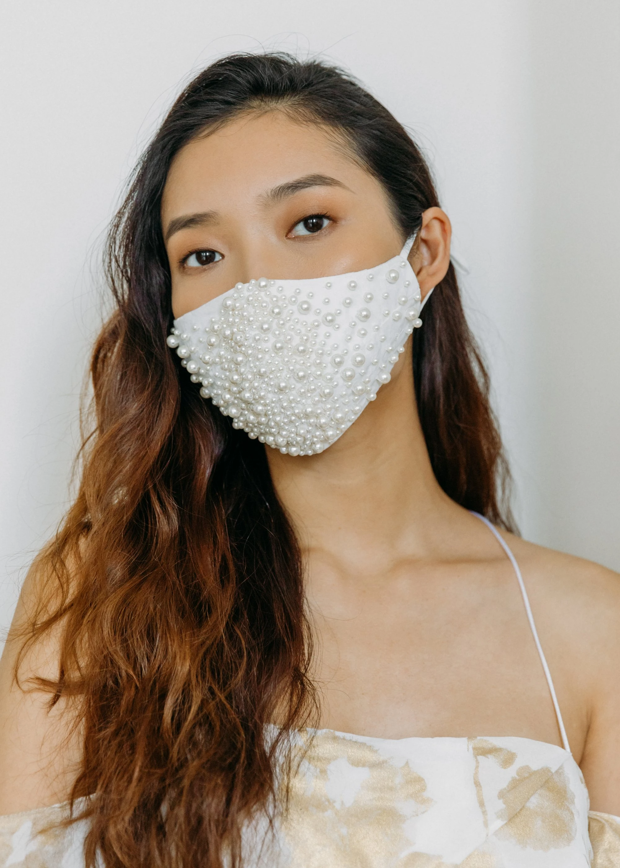 Embroidered Scattered Pearl Mask