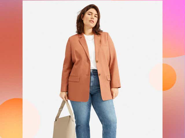 Woman wearing Everlane blazer in the color rust