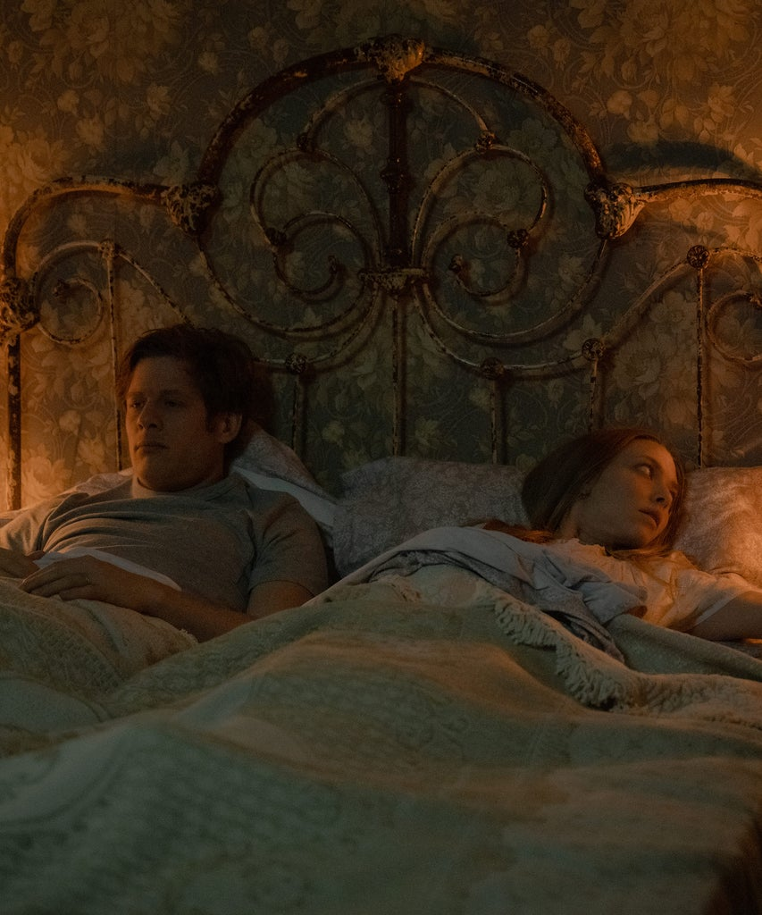Dich hat das düstere Ende von Netflix' Things Heard & Seen verwirrt? Lass es uns erklären
