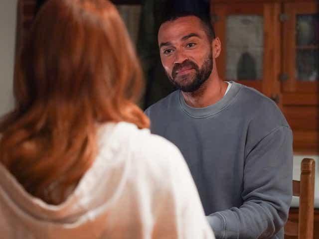 Jesse Williams smirks as Jackson in Grey's Anatomy.