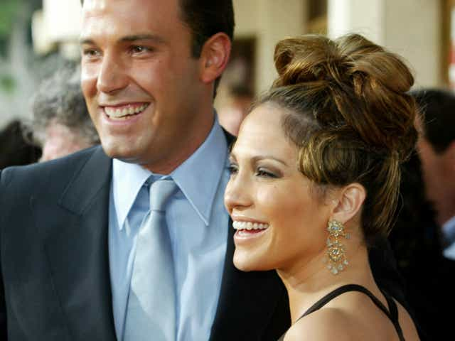 """Actress Jennifer Lopez and actor Ben Affleck attend the premiere of Revolution Studios' and Columbia Pictures' film """"Gigli""""."""