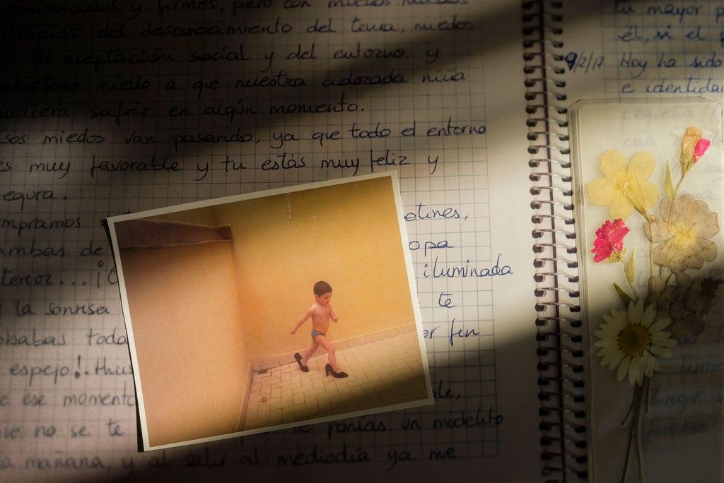 Cora ist 10 Jahre alt und trans. Diese Fotos zeigen die Realität ihrer Transition