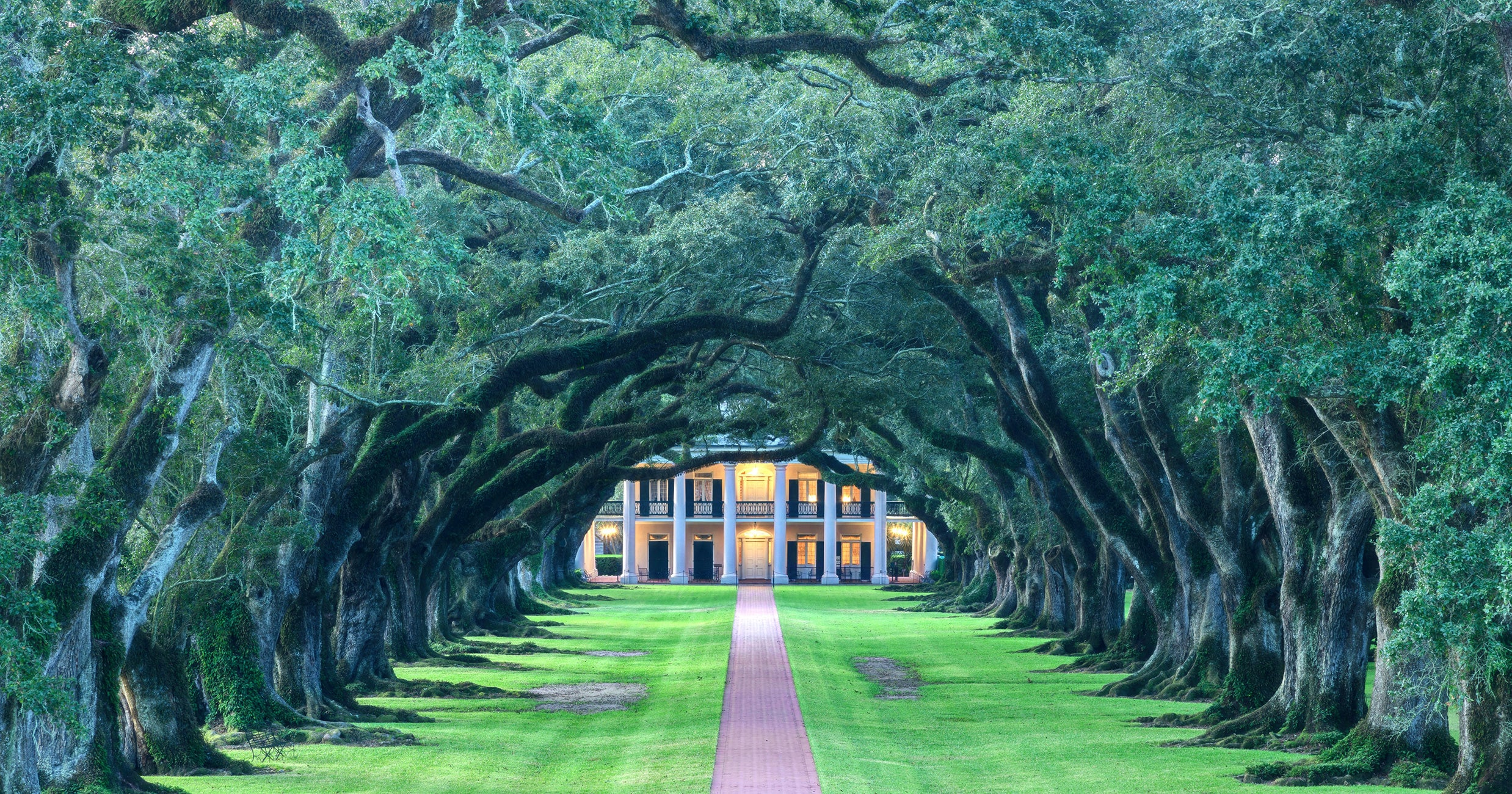Who Are The People Still Getting Married On Plantations? You Might Be Surprised