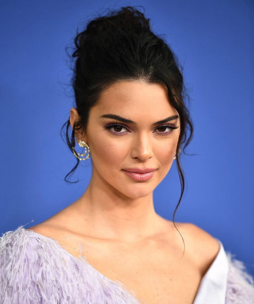 Kendall Jenner's KUWTK Reunion Cut-Out Look Is From Early 2010s & It's Trending On TikTok