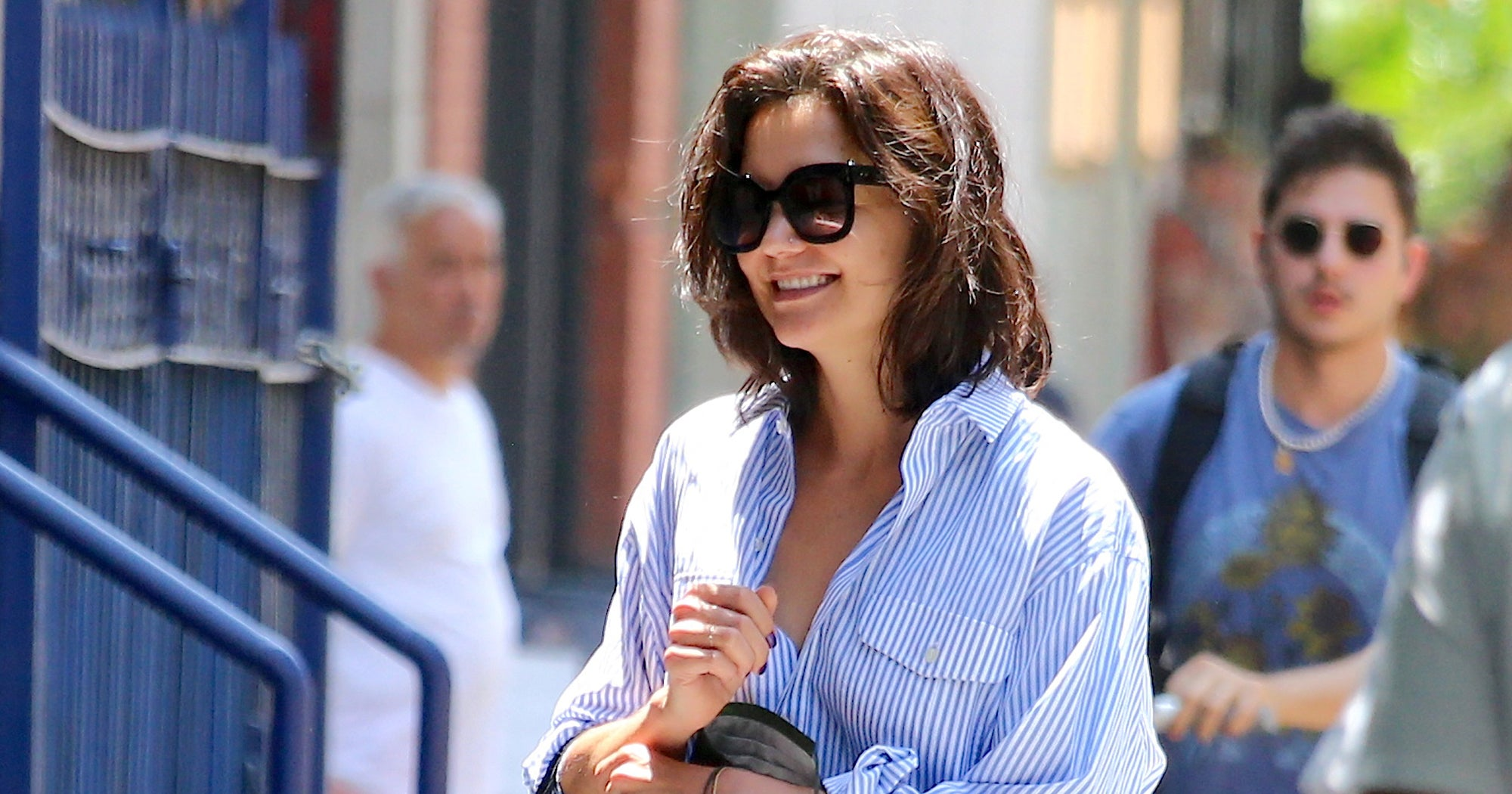 Katie Holmes' Baggy Jeans & Button-Down Combo Is The Perfect Summer
