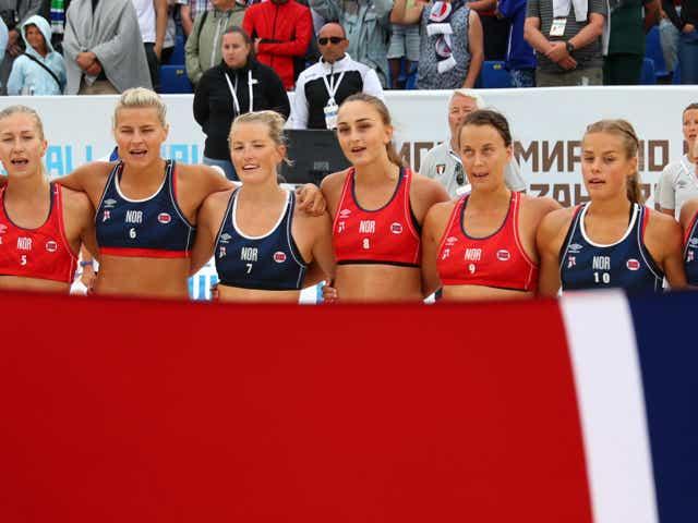 Norway team line up during 2018 Women's Beach Handball World Cup final against Greece.