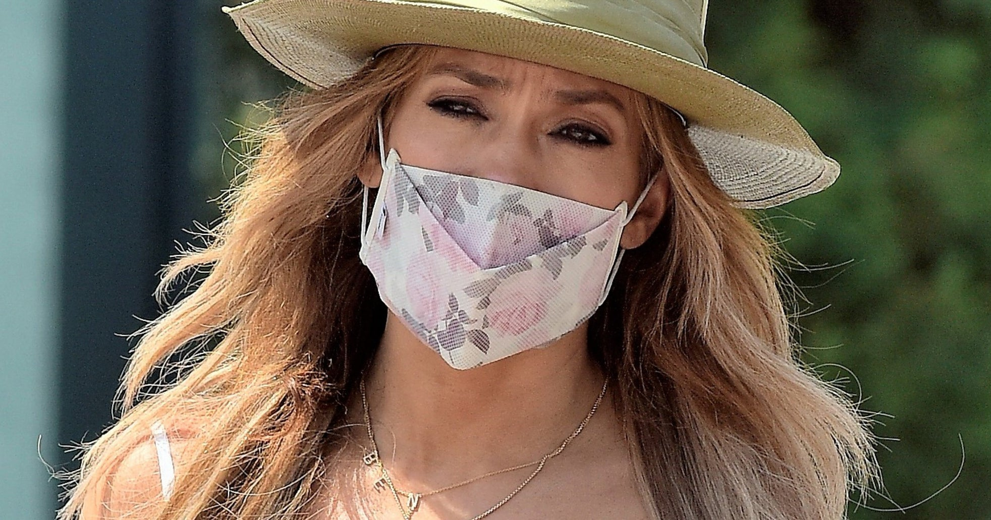 J.Lo Steps Out With A Necklace That Makes Bennifer Official-Official
