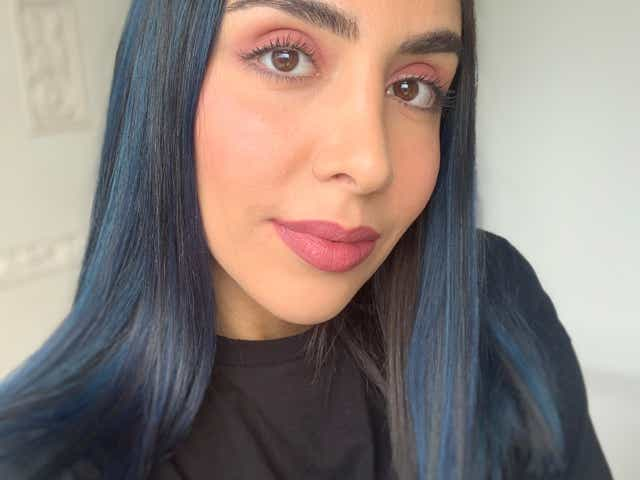 Selfie of Jacqueline wearing Bite Beauty mauve lip crayon and mascara.