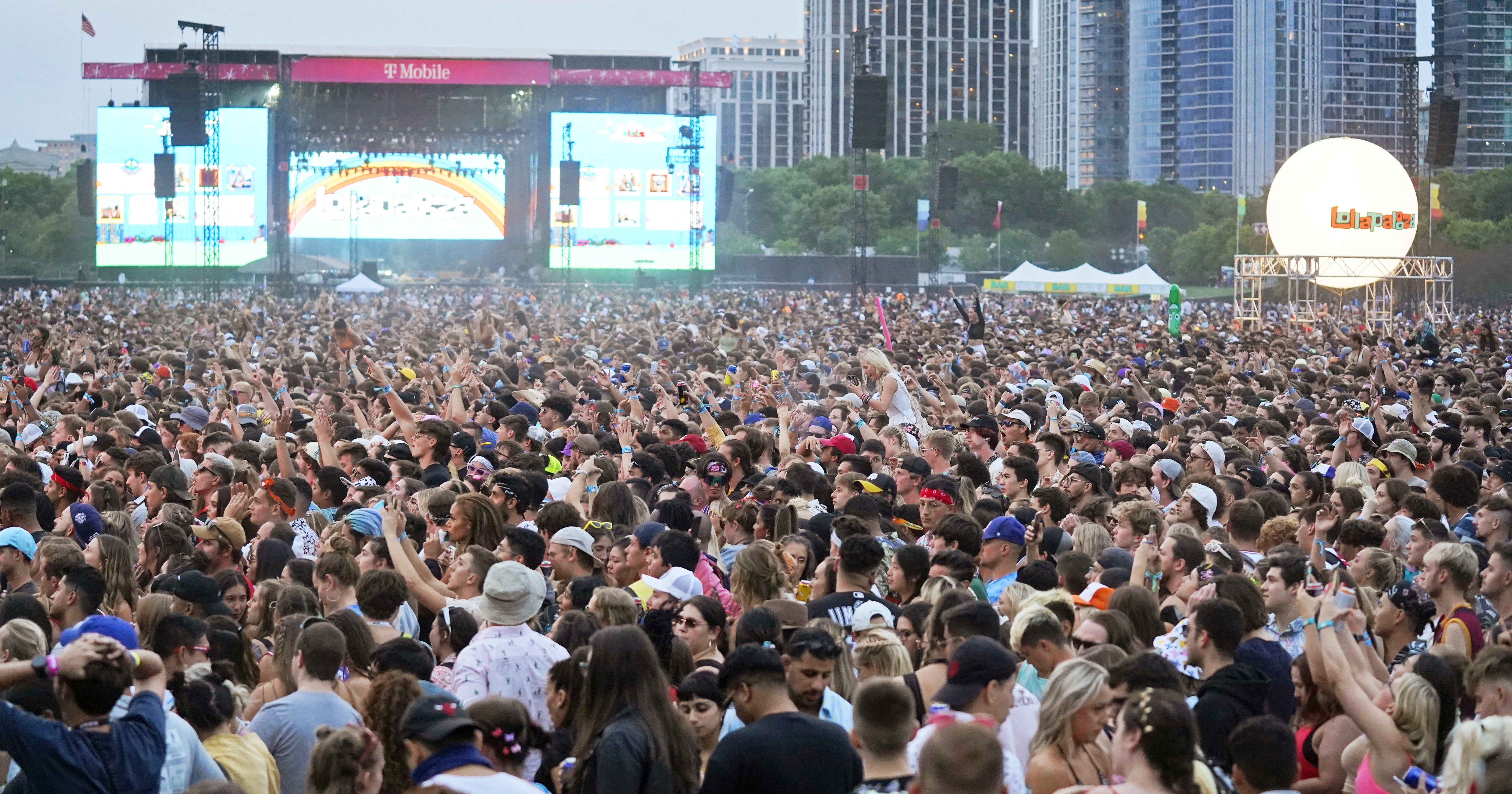 Even Without A Deadly Pandemic, Lollapalooza Did Not Look Fun