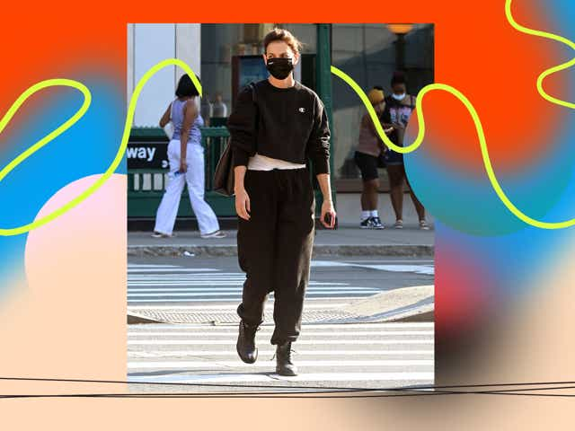 08/12/2021 EXCLUSIVE: Katie Holmes is pictured out on a solo stroll in New York City. The 42 year old actress wore an Evolvetogether face mask, Champion sweatshirt, black joggers, and black boots.
