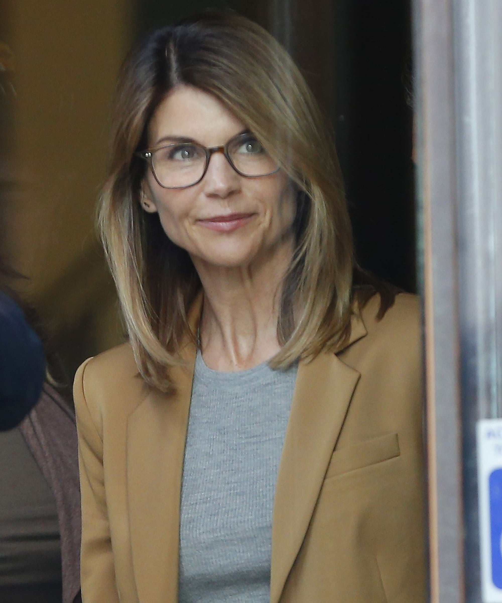 """Lori Loughlin Is Determined To """"Beat These Charges"""" After Felicity Huffman's Sentencing"""