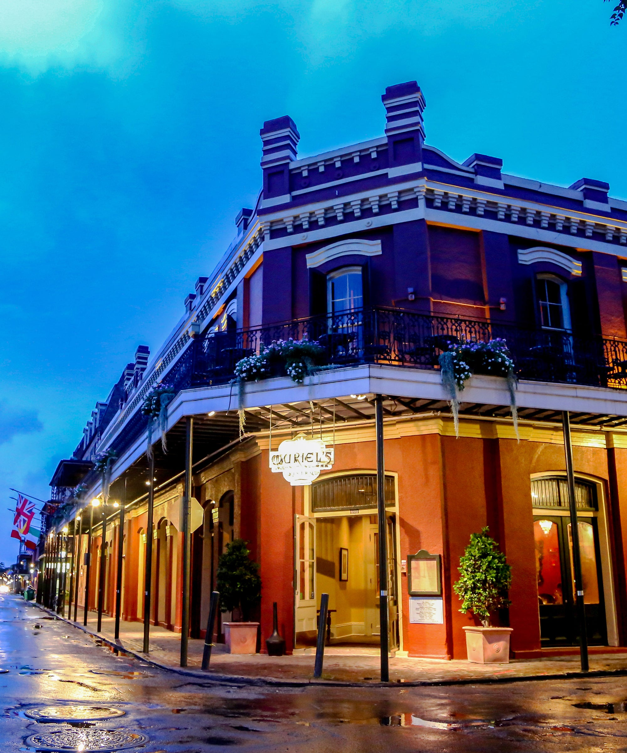 8 Haunted Restaurants To Dine At This Halloween — If You Dare