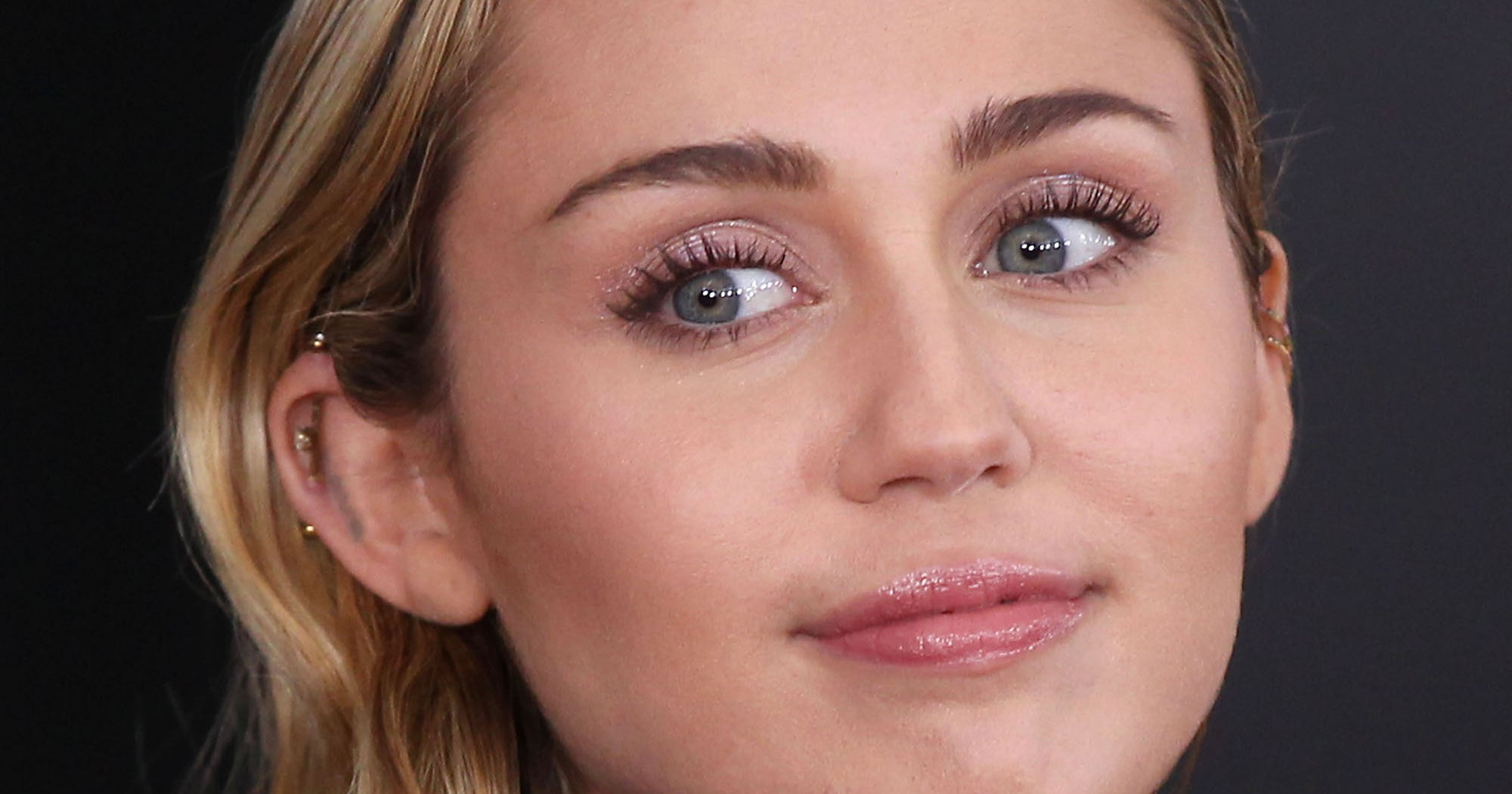 Miley Cyrus Shares Hospital Selfie & Asks For Good Vibes
