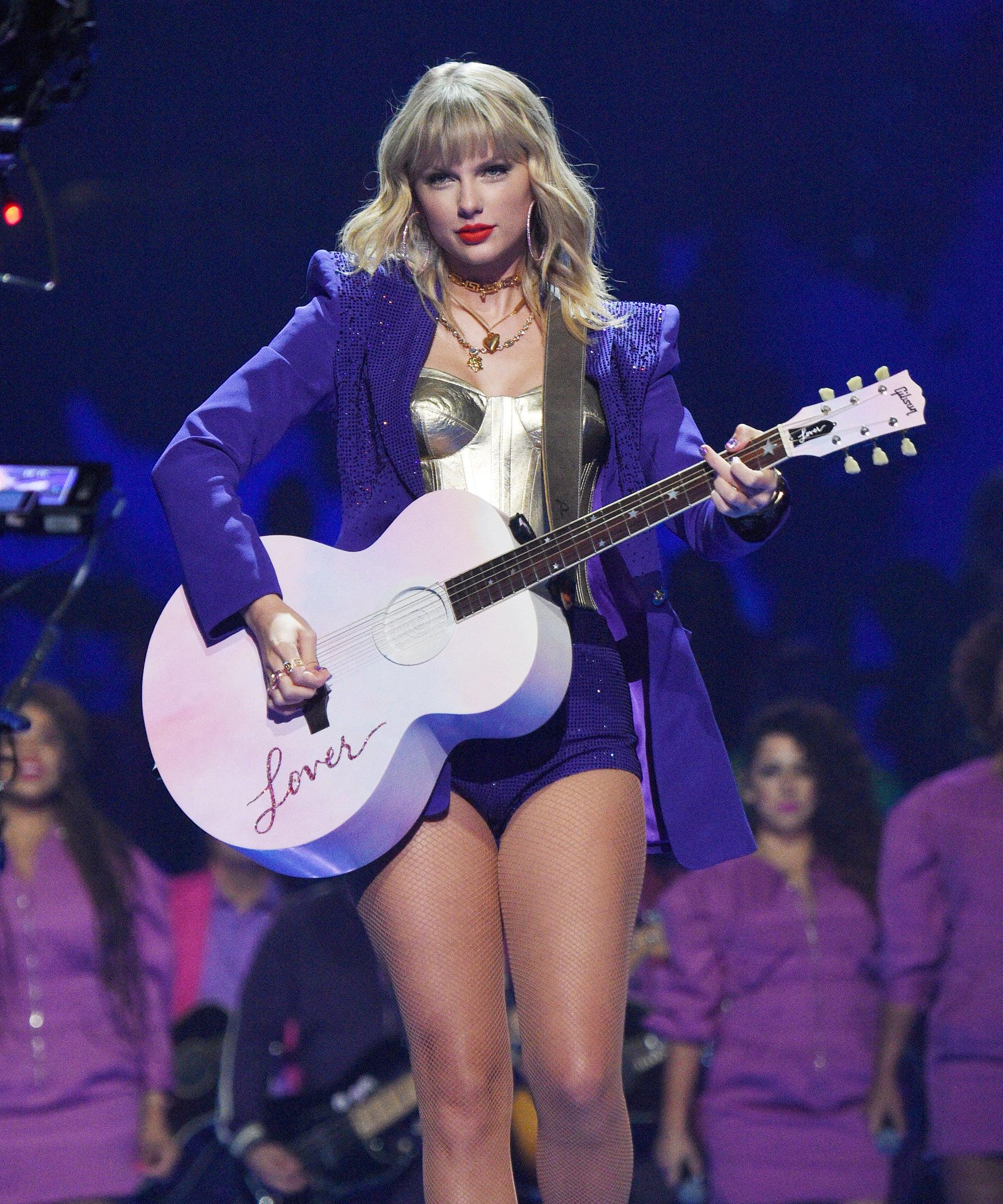 Taylor Swift Brought Back An Old Favorite Song For Her NPR Tiny Desk Concert