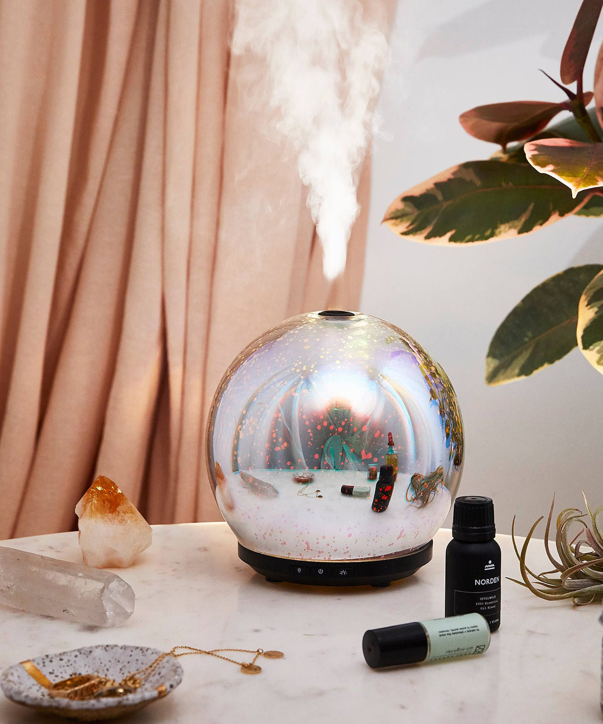 11 Mini Humidifiers That Will Moisturize And Beautify Your Desk