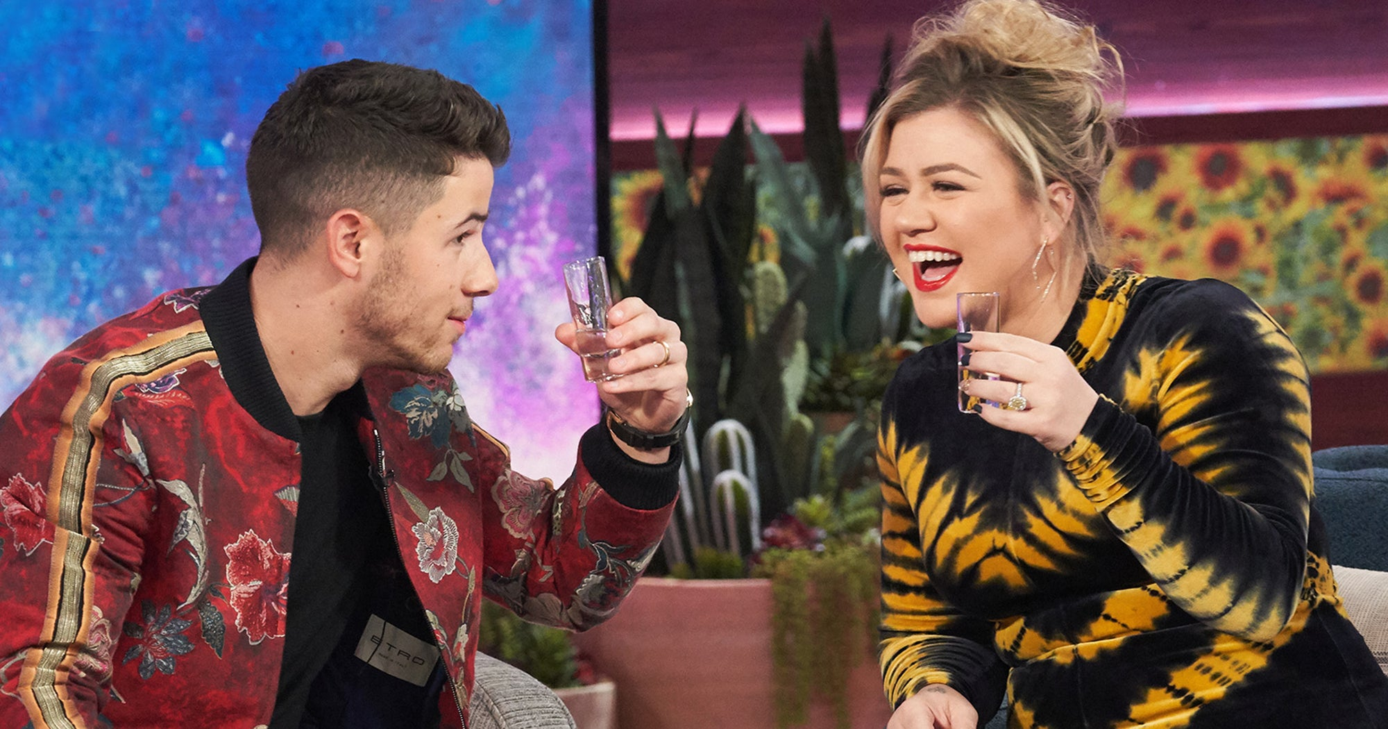 Kelly Clarkson Who-ed Nick Jonas To His Face & It Was Wonderful