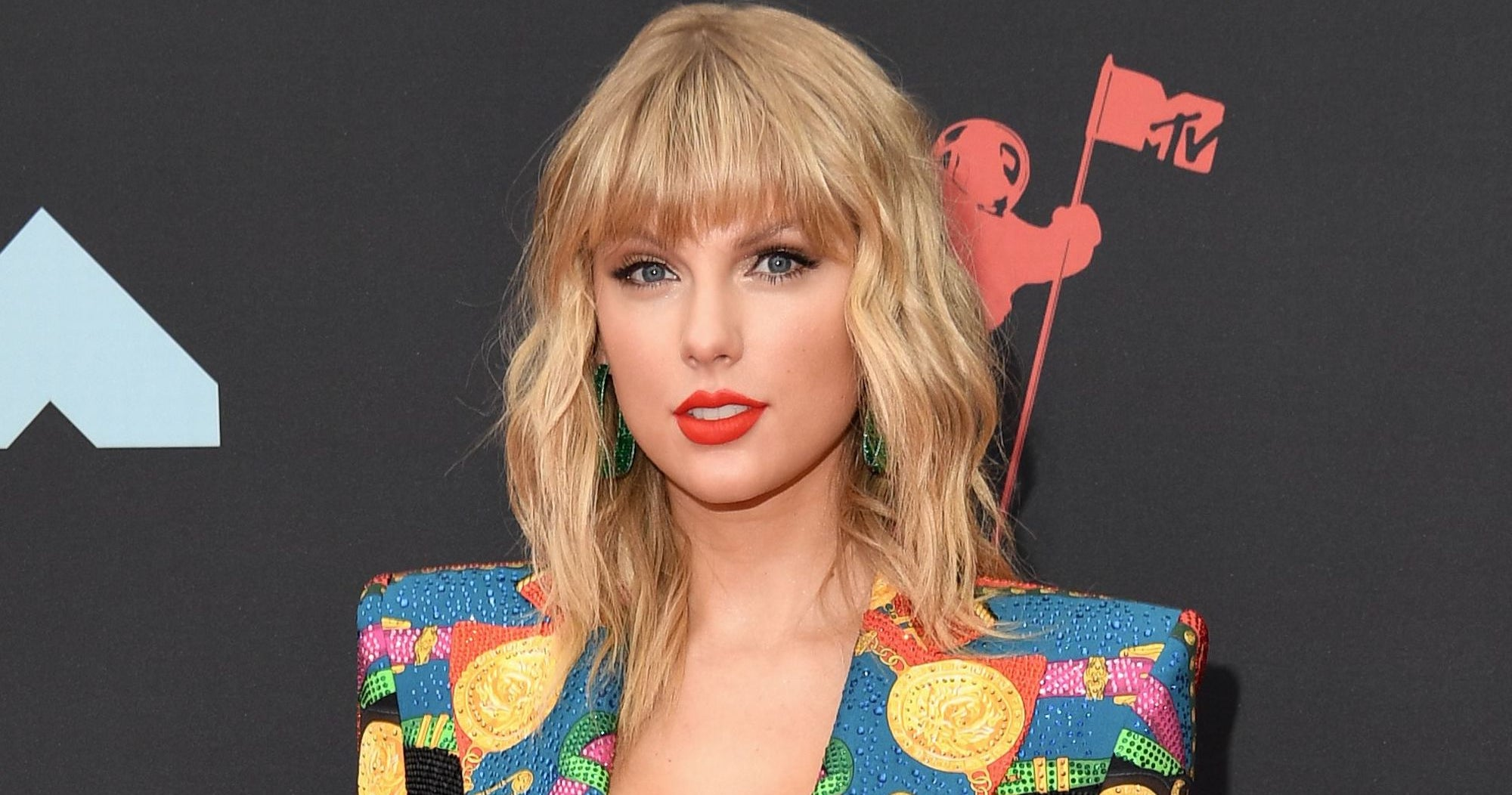 Taylor Swift Calls For Fan Support Against