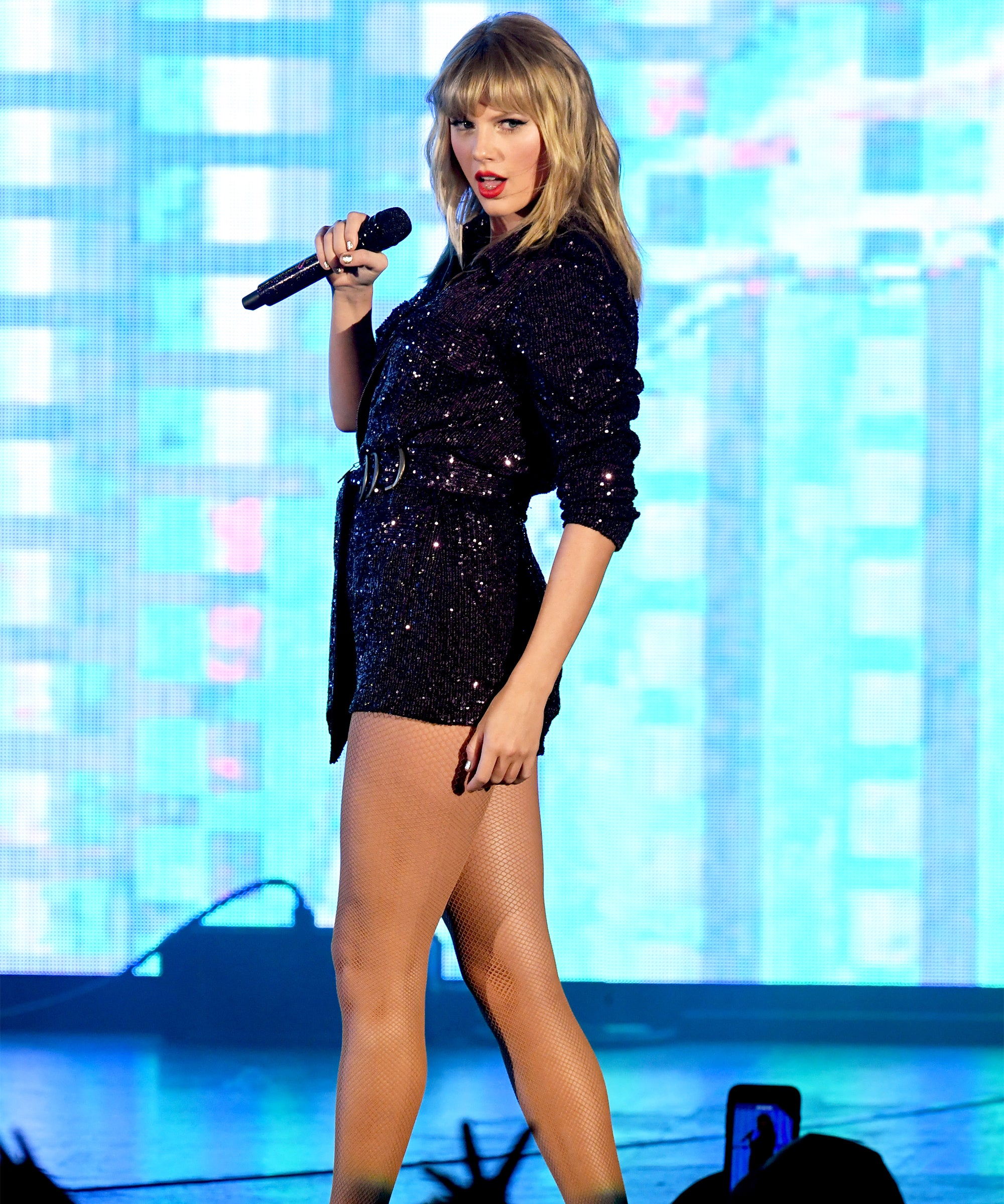 Why Taylor Swift Can Now Perform Old Songs At Amas