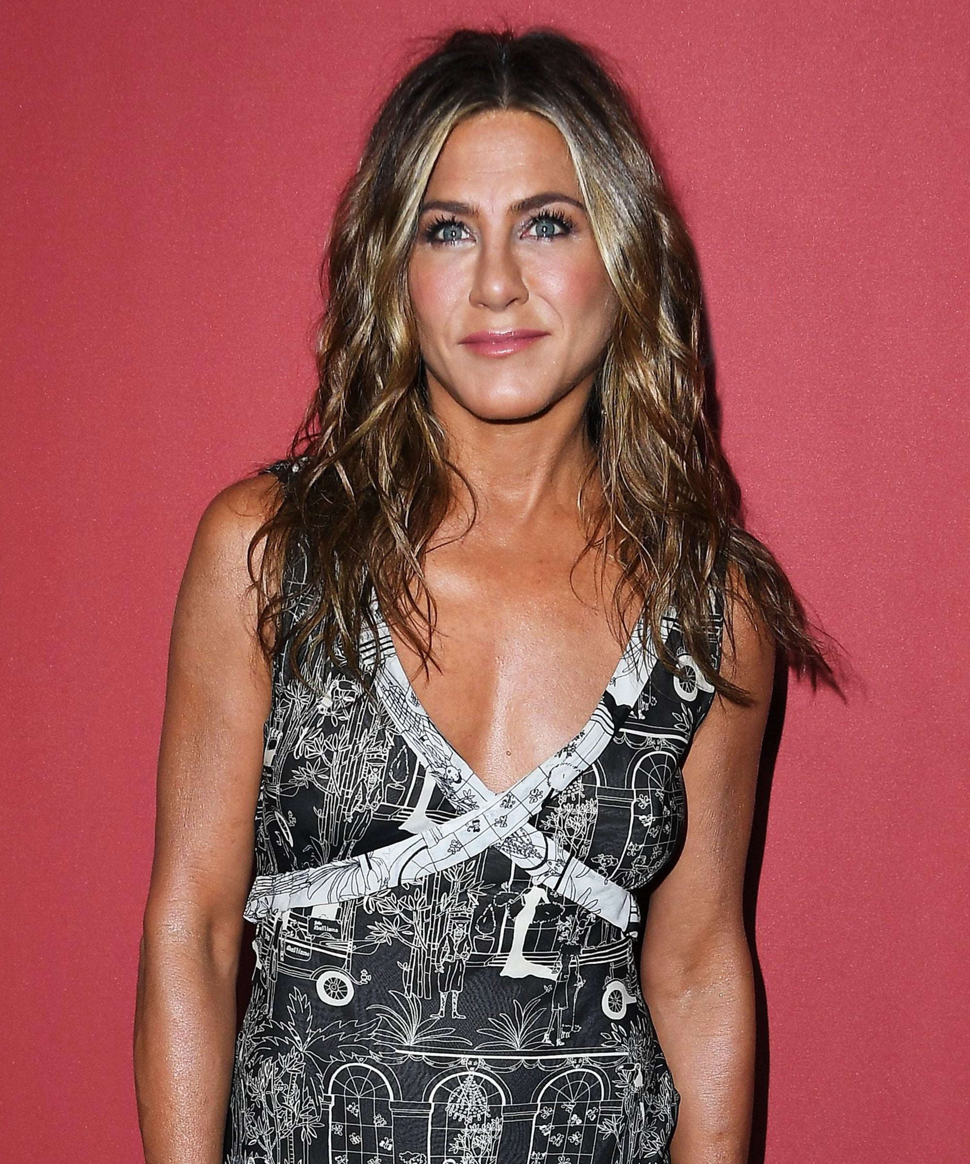 Jennifer Aniston Hosted A Very Unconventional Friendsgiving