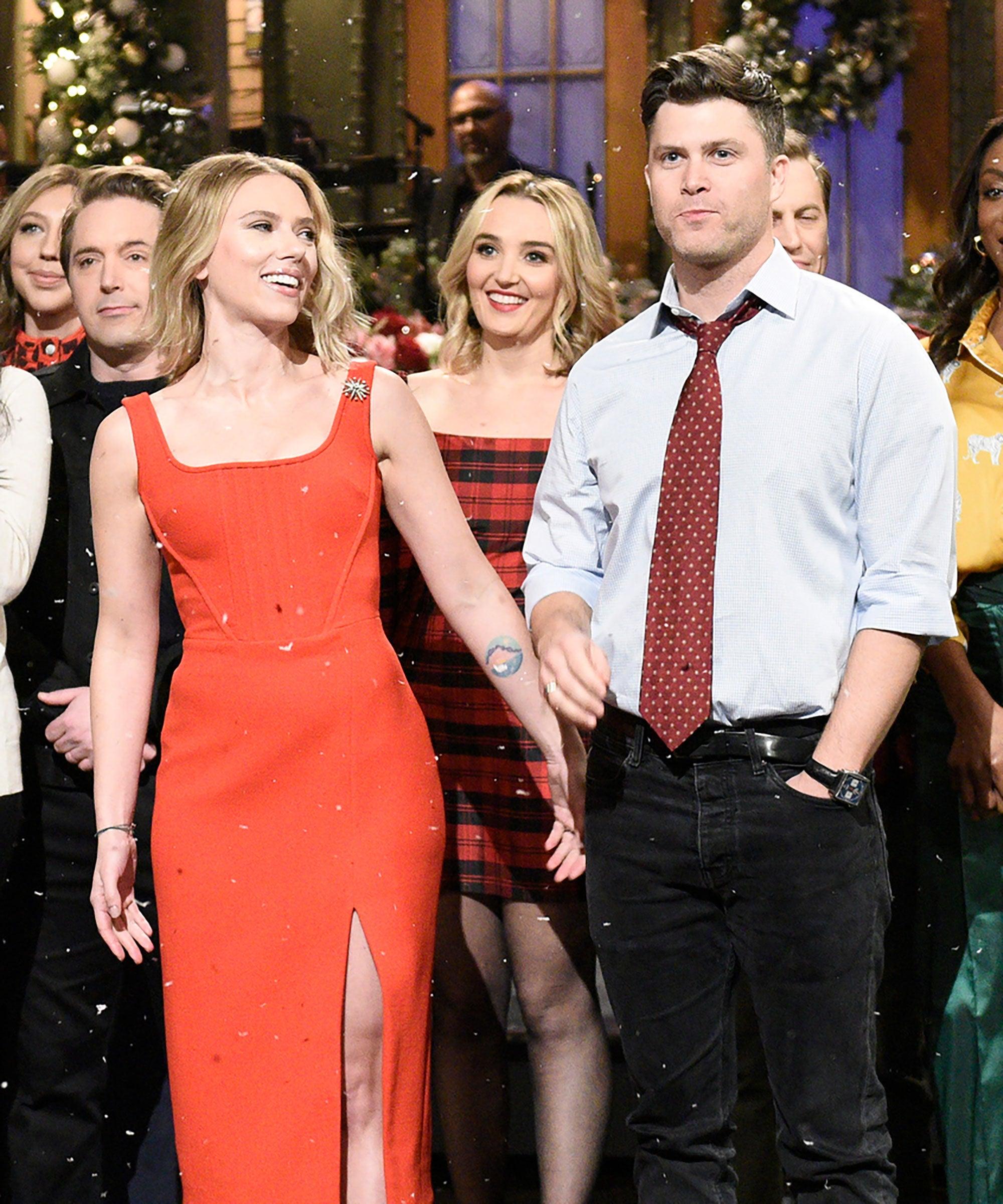 Scarlett Johansson Colin Jost Engaged Kiss On Snl