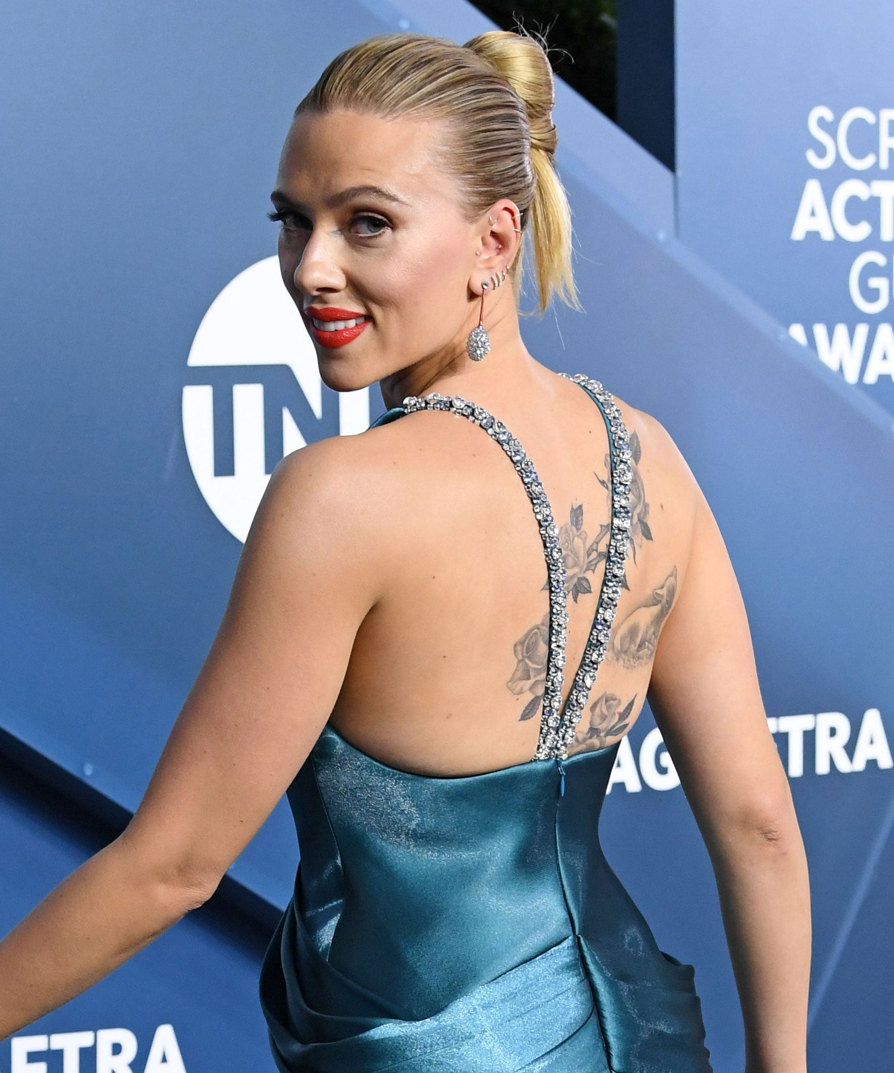 Scarlett Johansson Updo Shows Off Back Tattoo At Sags