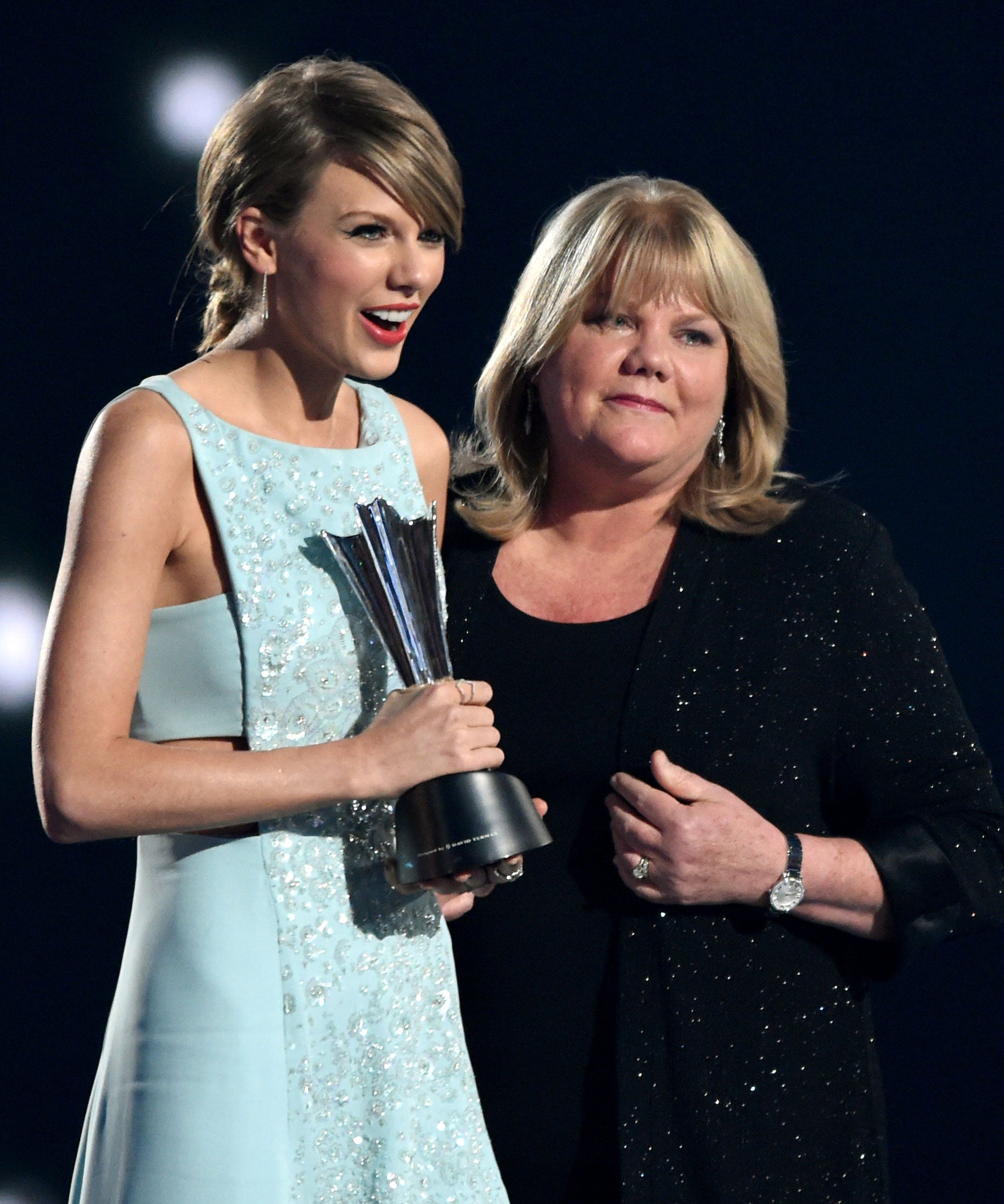 Taylor Swift Just Revealed Her Mother Has A Brain Tumor