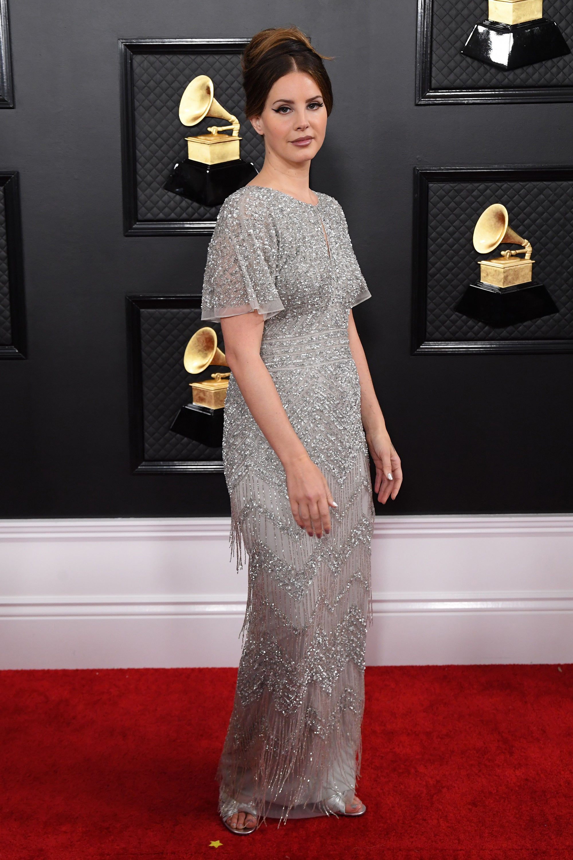 Lana Del Rey S 500 Grammys Dress Is From The Mall