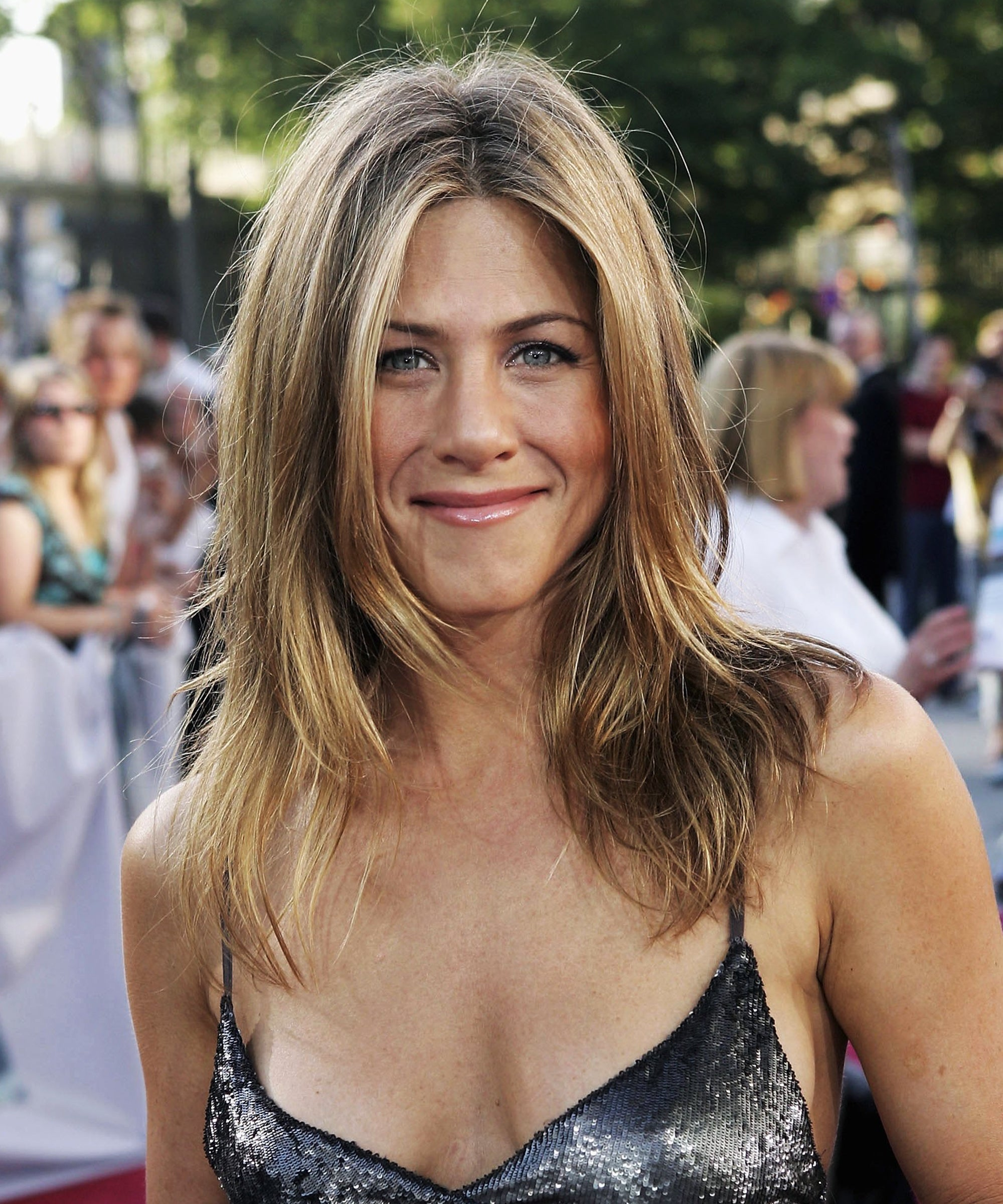 Jennifer Aniston Iconic Hair Cuts From Friends To 12