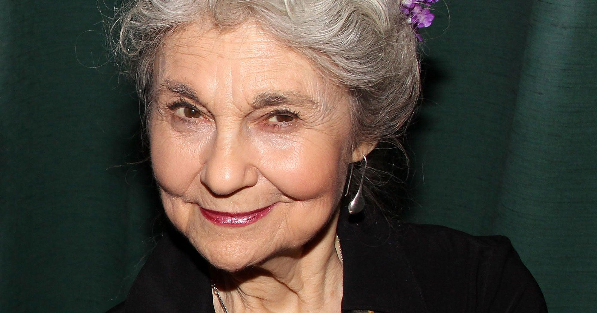 """SATC"" ""Hunger Games"" Actress Lynn Cohen Is Dead At 86"