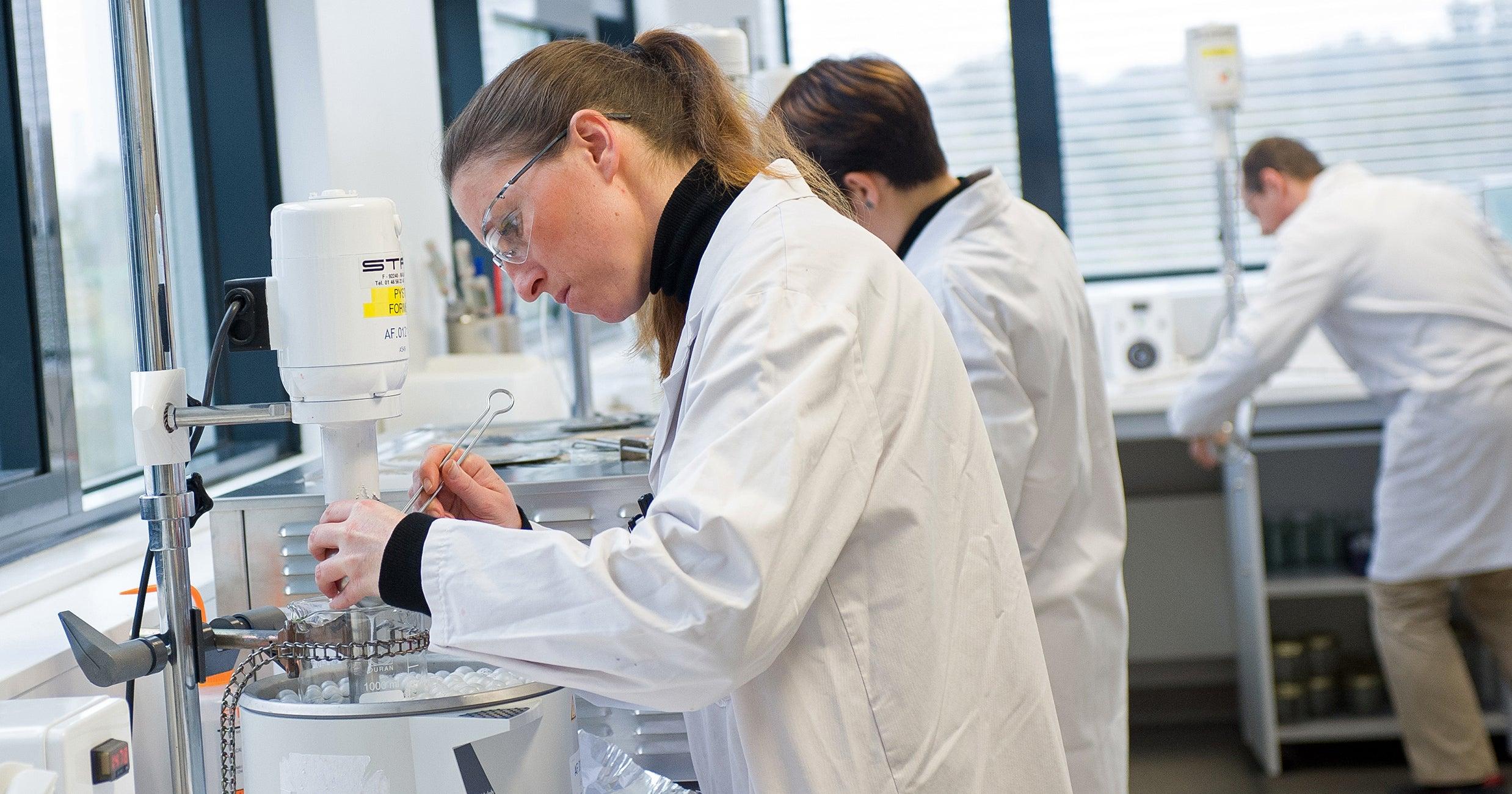 Coronavirus : LVMH mobilise ses usines pour la production de gel hydroalcoolique