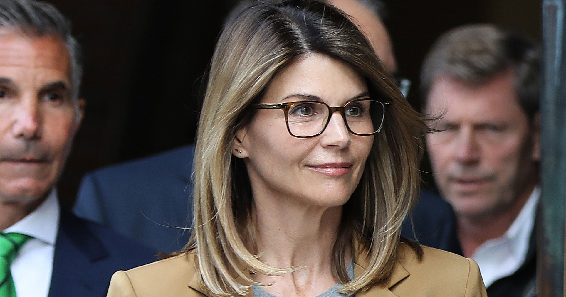 """Lori Loughlin Seeks Dismissal Of College Bribery Case Over """"Government Misconduct"""""""