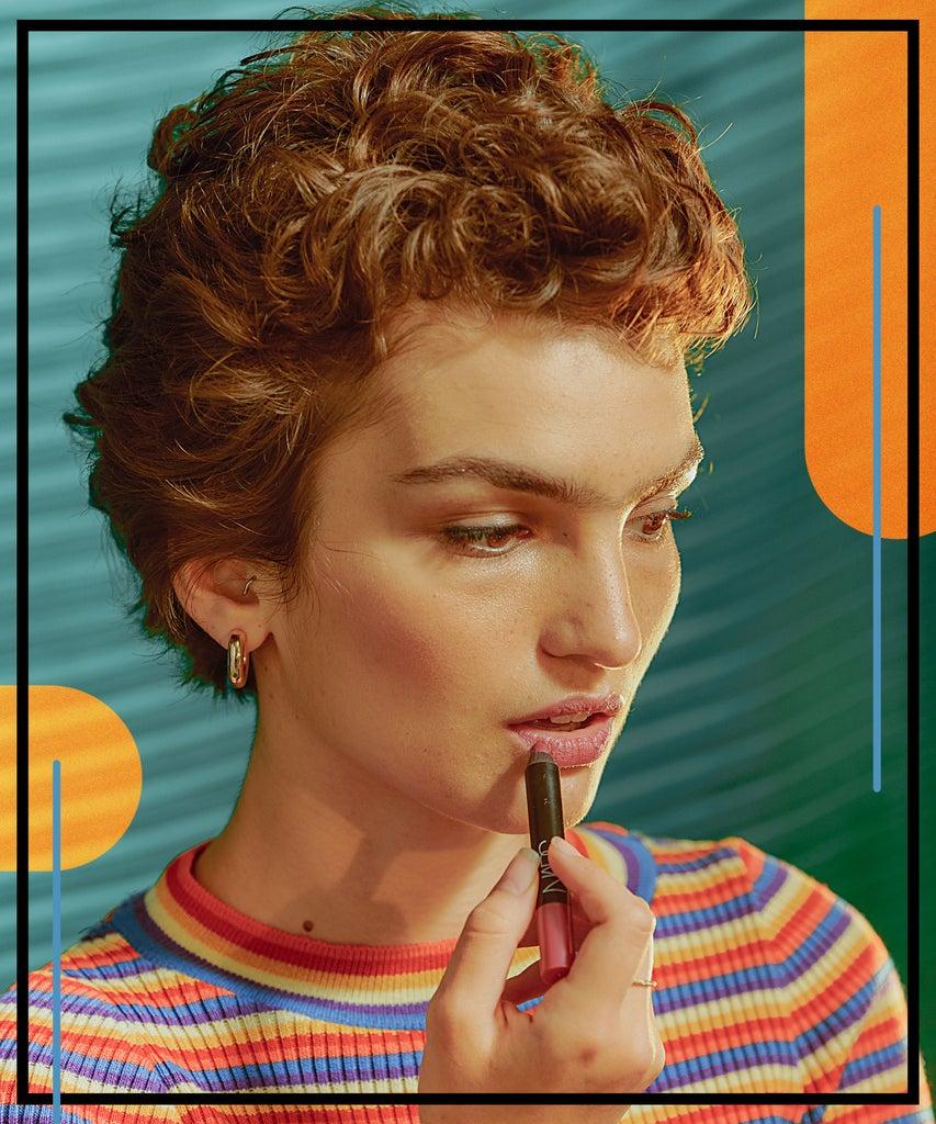 Warum es deiner Psyche helfen kann, Make-up in der Selbst-Isolation zu tragen