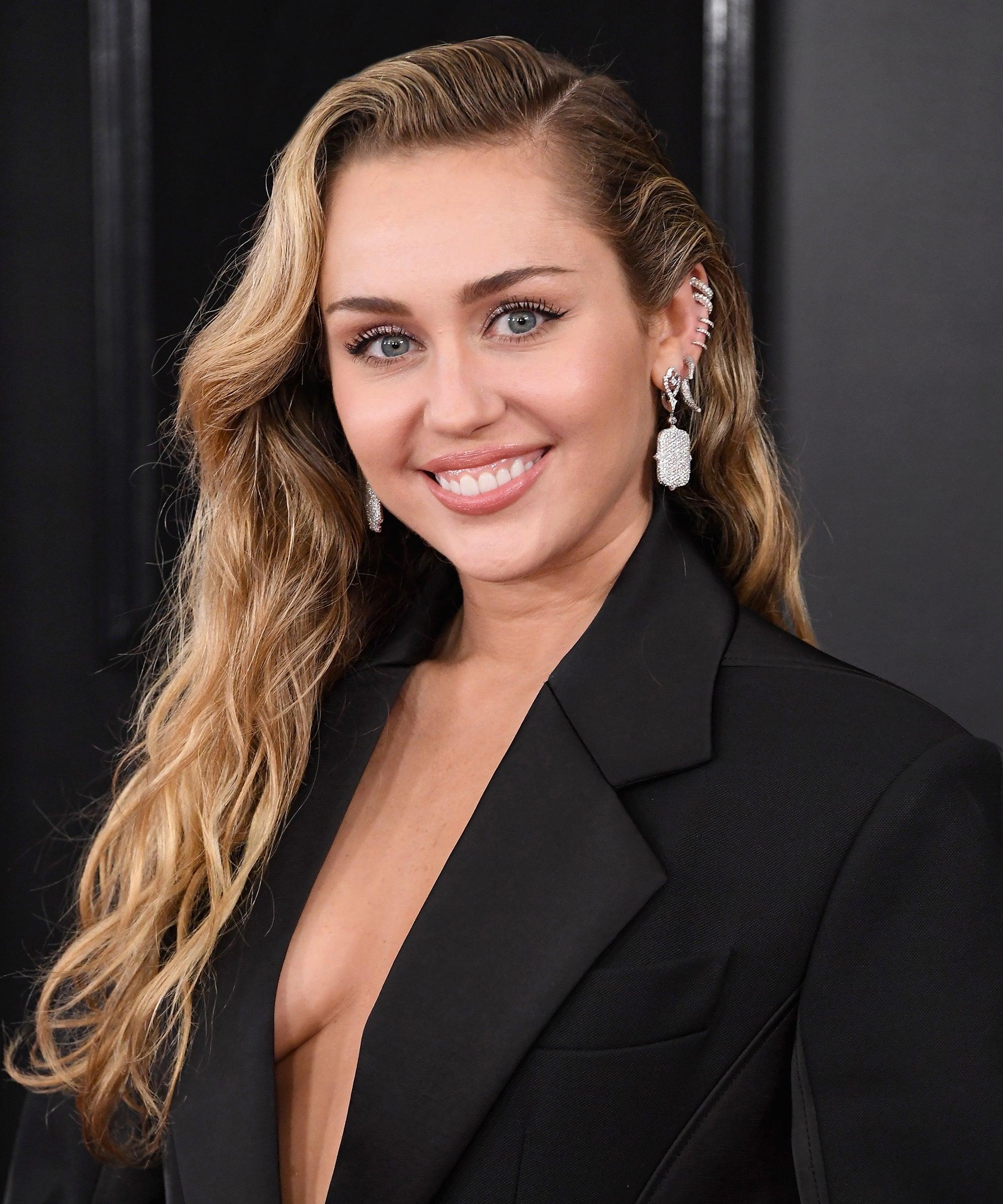 Miley Cyrus Got A Pixie Mullet Haircut
