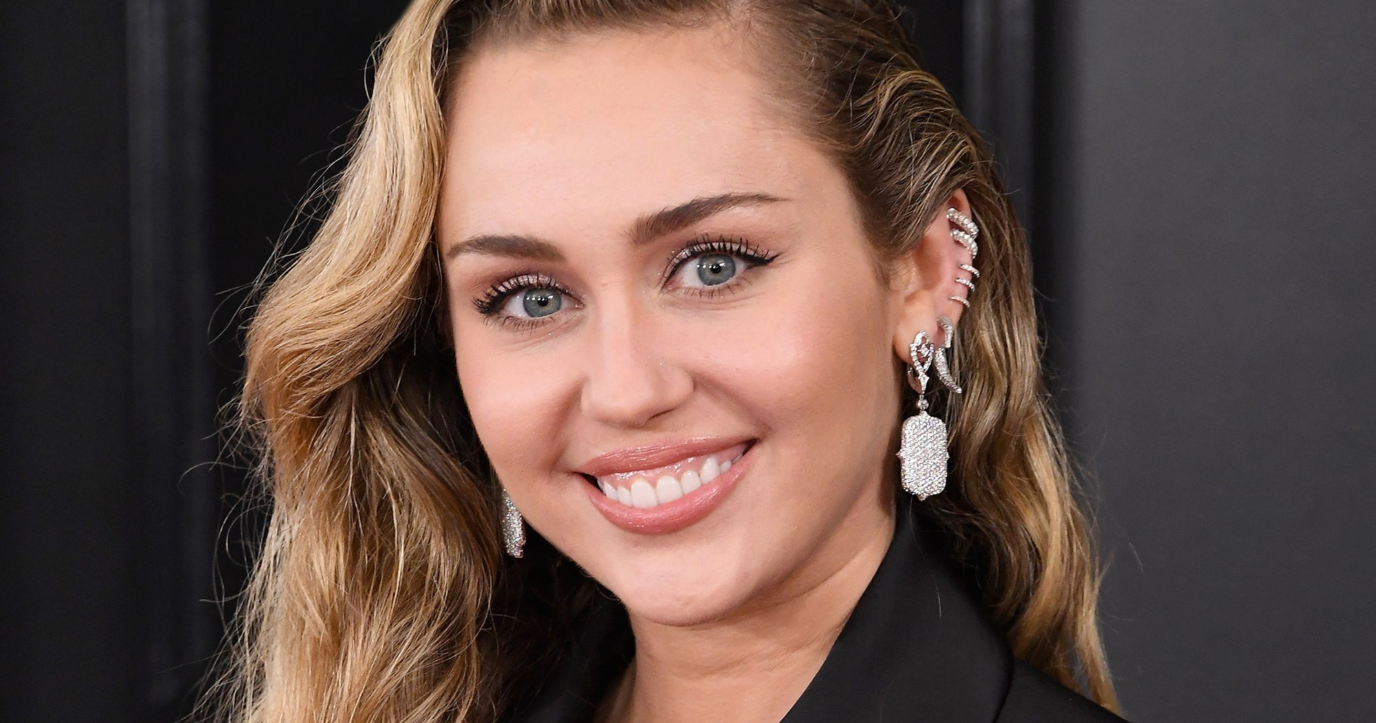 """Miley Cyrus Gets A """"Mullet Pixie"""" Haircut From Her Mom At Home"""