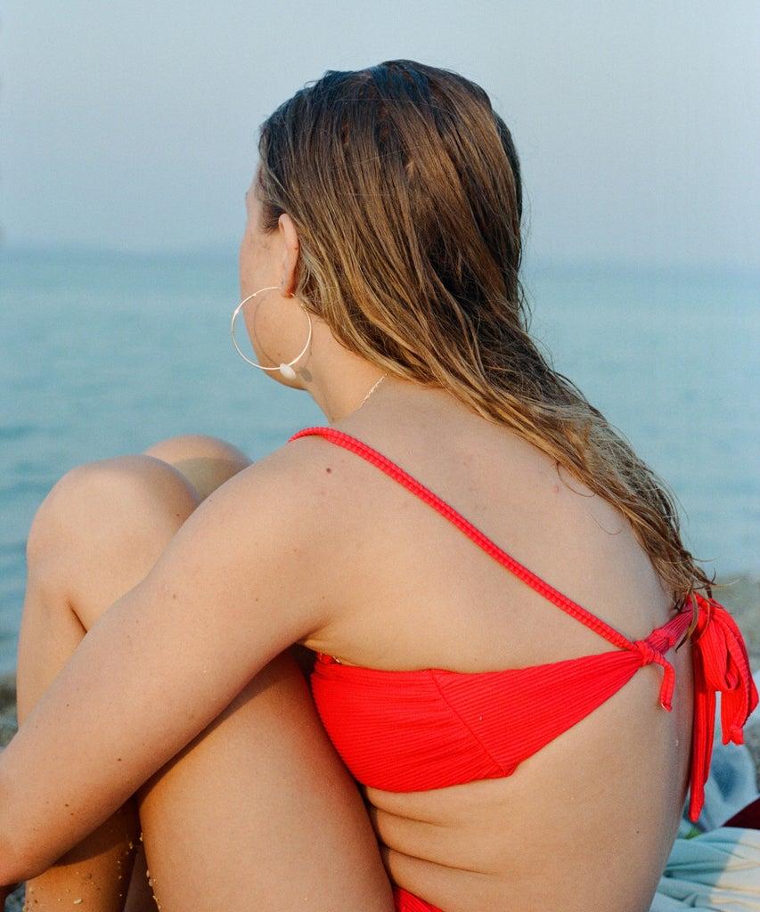 Körperakne: Hilft Sonnenbaden wirklich gegen die Unreinheiten?