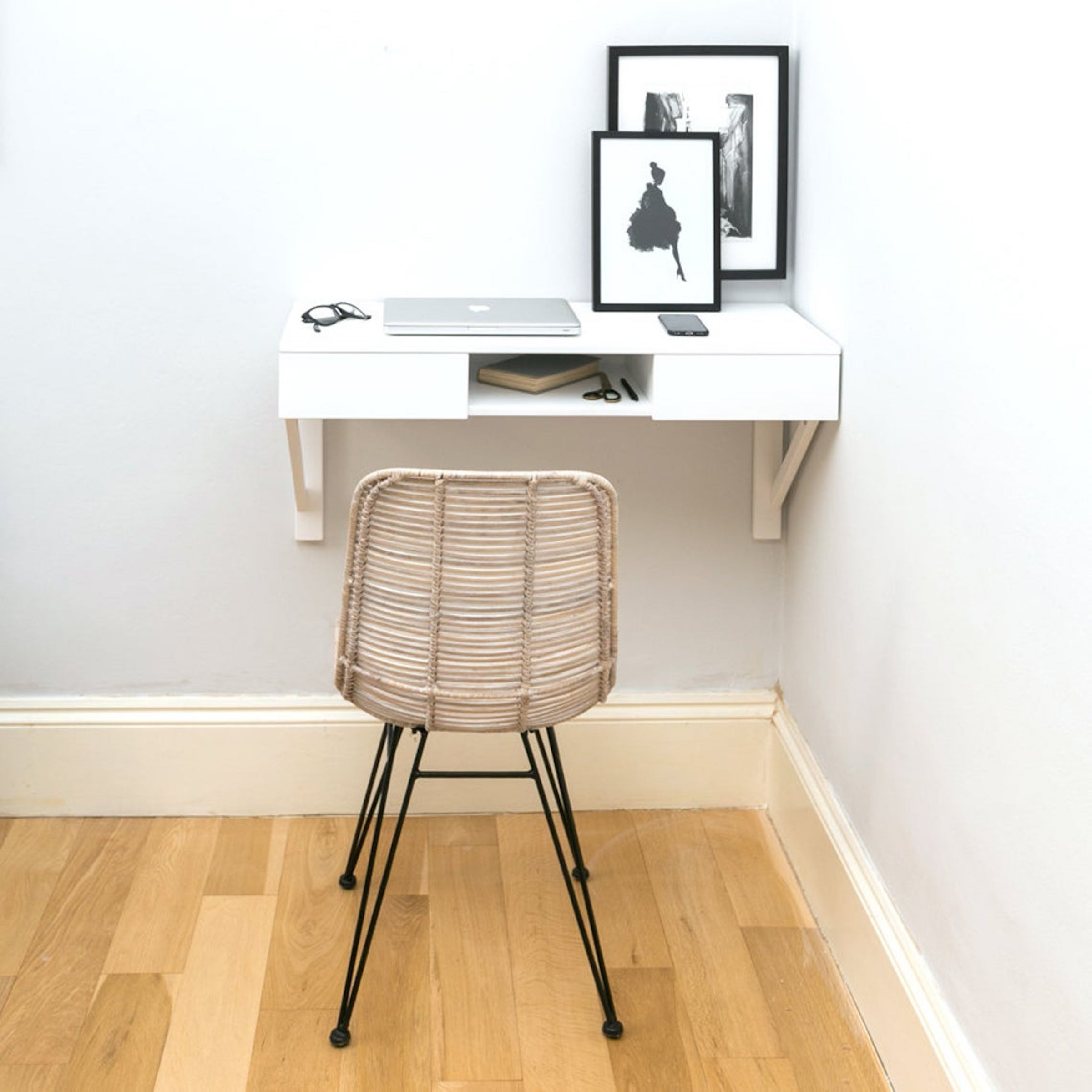 Image of: Best Desks For Small Living Spaces Homes 2020