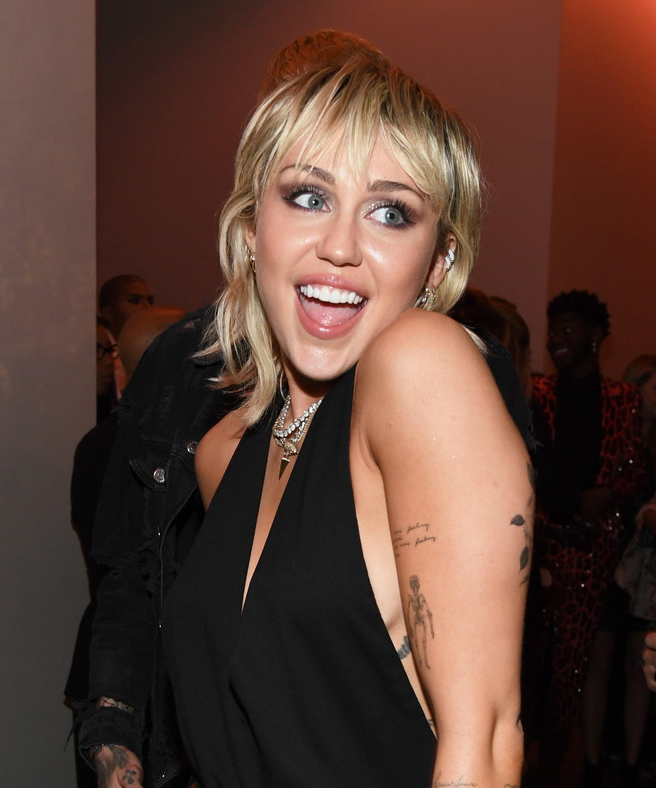 Miley Cyrus Son Midnight Sky Lyrics Cody Simpson