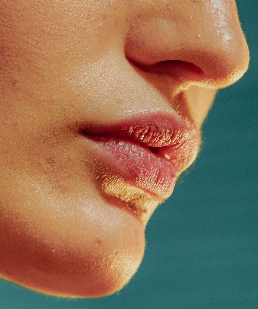 Ja, Sonnenbrand auf den Lippen gibt es wirklich – wie du ihn verhinderst & behandelst